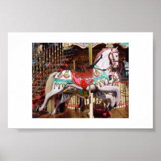 Cavalo do carrossel - madeira antiga autêntica pôster