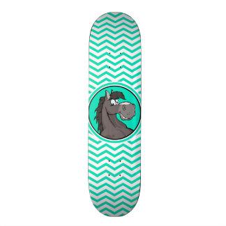 Cavalo dos desenhos animados; Aqua Chevron verde Skates