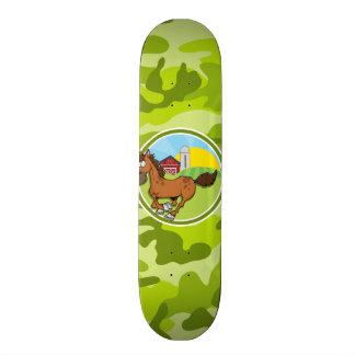 Cavalo dos desenhos animados; camo verde-claro, skate