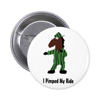 Cavalo dos desenhos animados no terno verde pins