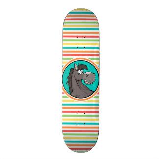 Cavalo feliz; Listras brilhantes do arco-íris Skateboard