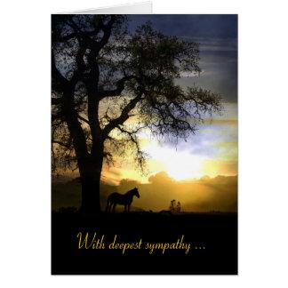Cavalo no cartão de simpatia do por do sol