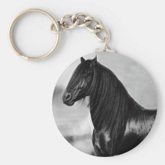 Cavalo orgulhoso do garanhão do preto do frisão chaveiro