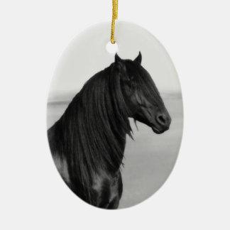 Cavalo orgulhoso do garanhão do preto do frisão enfeites de natal