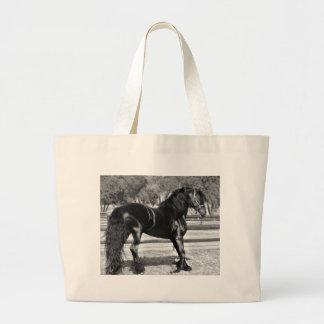 Cavalo preto do garanhão bolsas