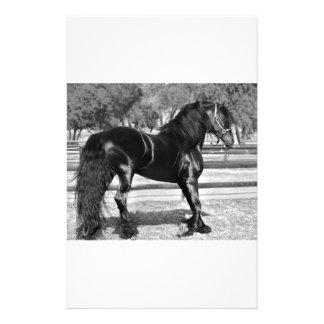Cavalo preto do garanhão papeis personalizados