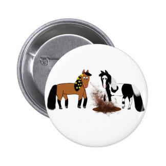 Cavalos bonitos dos desenhos animados que jogam na bóton redondo 5.08cm