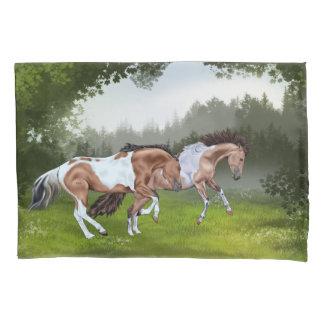 Cavalos da pintura de Tobiano do Buckskin