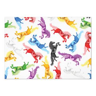 Cavalos de salto coloridos do teste padrão convite 12.7 x 17.78cm