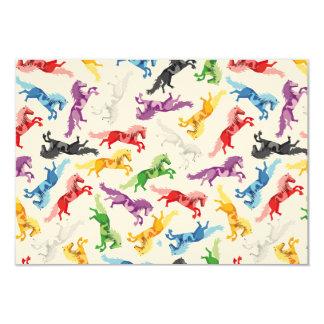 Cavalos de salto coloridos do teste padrão convite 8.89 x 12.7cm