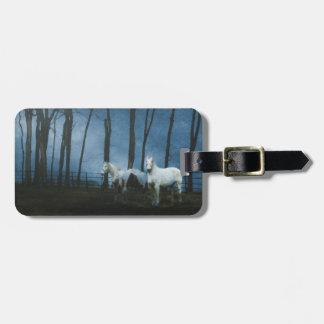 Cavalos do fantasma na meia-noite escura etiqueta de bagagem