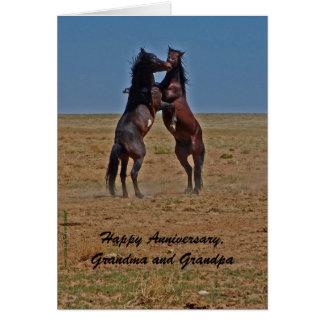 Cavalos felizes da dança do aniversário, avós cartão comemorativo
