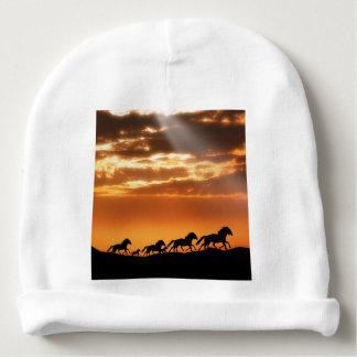 Cavalos no por do sol gorro para bebê