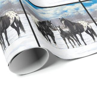 Cavalos pretos do Appaloosa na neve Papel De Presente