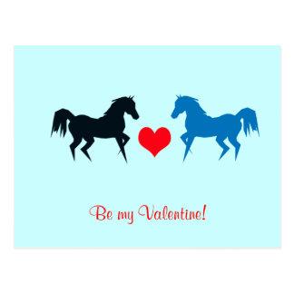 Cavalos pretos e azuis no cartão do amor