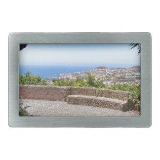 Cave a probabilidade no mar e na vila em Madeira