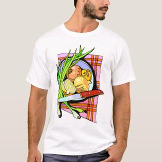 Cebolas e batatas cortadas camiseta