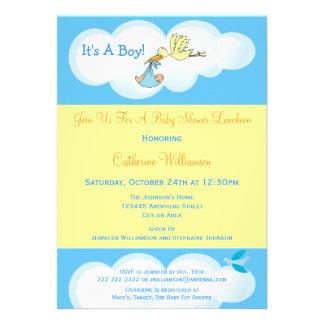 Cegonha no almoço azul do chá do bebé das nuvens convite