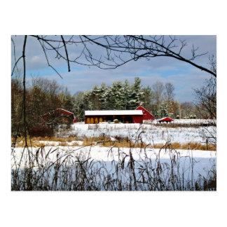 Celeiro vermelho no inverno, cartão cénico da
