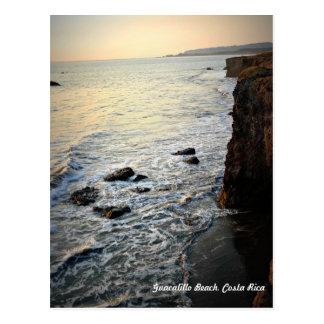 Cena da praia do por do sol, Costa Rica Cartão Postal