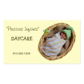 Centro de dia infantil: Bebê da argila na cesta Modelos Cartoes De Visita