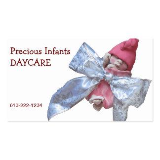 Centro de dia infantil: Bebê da argila no arco de Cartão De Visita