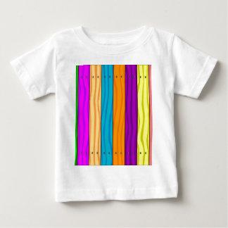 Cerca do arco-íris camiseta para bebê