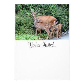 Cervos da mãe e foto das jovens corças convite personalizado