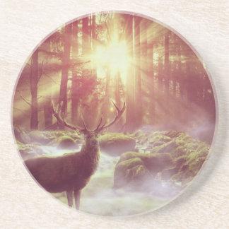 Cervos do nascer do sol na porta copos da bebida
