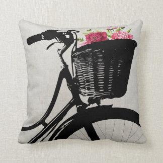 Cesta da bicicleta com travesseiro decorativo das