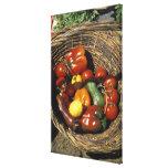 Cesta das frutas e legumes no lugar impressão em tela
