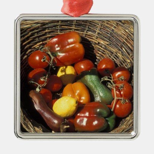 Cesta das frutas e legumes no lugar ornamento quadrado cor prata