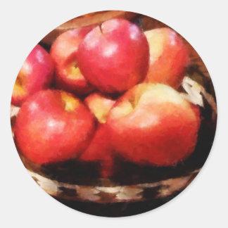 Cesta das maçãs na cozinha adesivos redondos