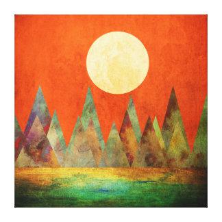 Céu abstrato da laranja das montanhas da Lua cheia