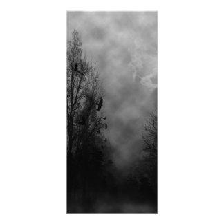 Céu assombrado do Dia das Bruxas com corvos 10.16 X 22.86cm Panfleto