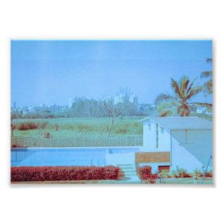 Céu azul com campo verde impressão de foto
