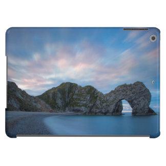 Céu colorido no alvorecer sobre a porta de Durdle Capa Para iPad Air