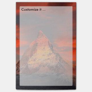 Céu do vermelho de Matterhorn Zermatt da suiça da Bloquinho De Notas