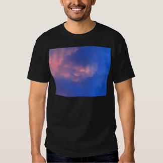 céu e nuvem bonitos camisetas