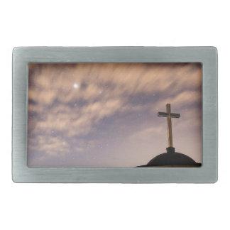 céu estrelado, igreja e cruz