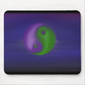 Céu roxo e verde ying e de yang mousepad