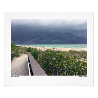 Céu tormentoso sobre o mar do Aqua Foto