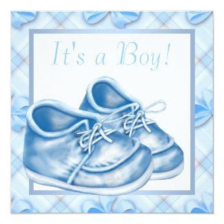 Chá azul e branco do menino dos calçados de bebê convite quadrado 13.35 x 13.35cm