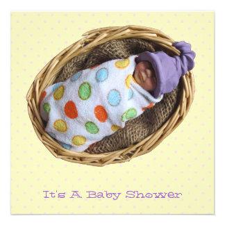 Chá de fraldas Bebê da argila na cesta Convites Personalizados