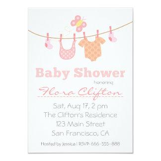 Chá de fraldas - roupa do bebê no clothesline convite personalizado