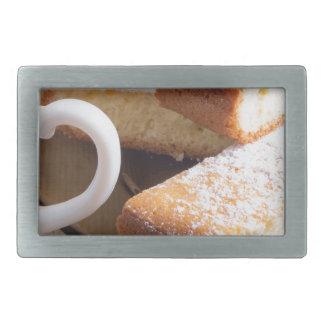 Chá e uma placa de biscoitos frescos