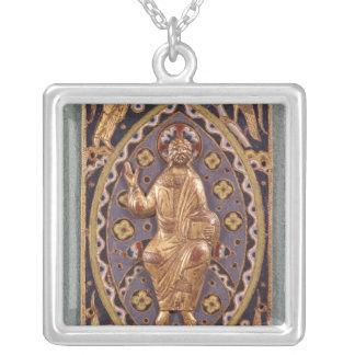 Chapa do relicário que descreve o cristo colar com pendente quadrado