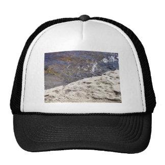 Chapéu com uma imagem do rio boné