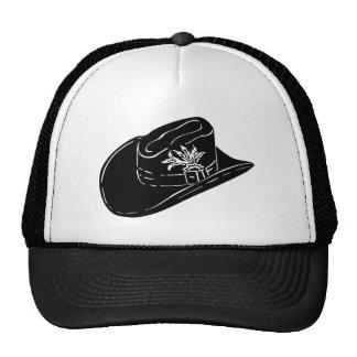 Chapéu de vaqueiro dentro de um chapéu boné
