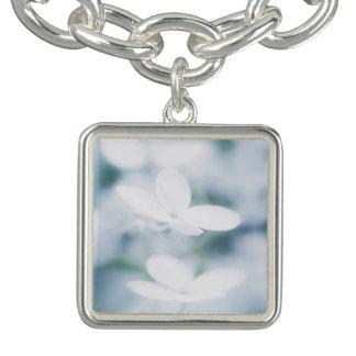 Charm Bracelets Flores brancas bonitas